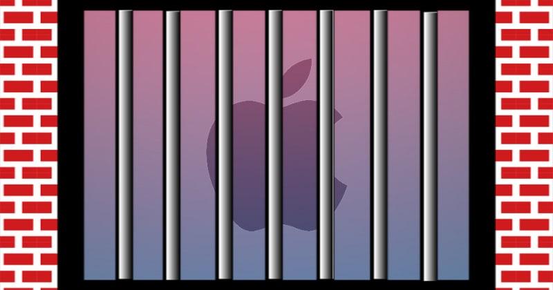 Logo Apple za kratami ceglanego więzienia.
