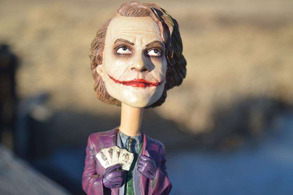 Bobble head Joker'a z długą szyją z filmu Batman: Mroczny Rycerz granego przez Heath Ledger'a