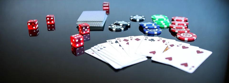 Przedmioty związane z hazardem tj. kości do gry, karty do gry i żetony